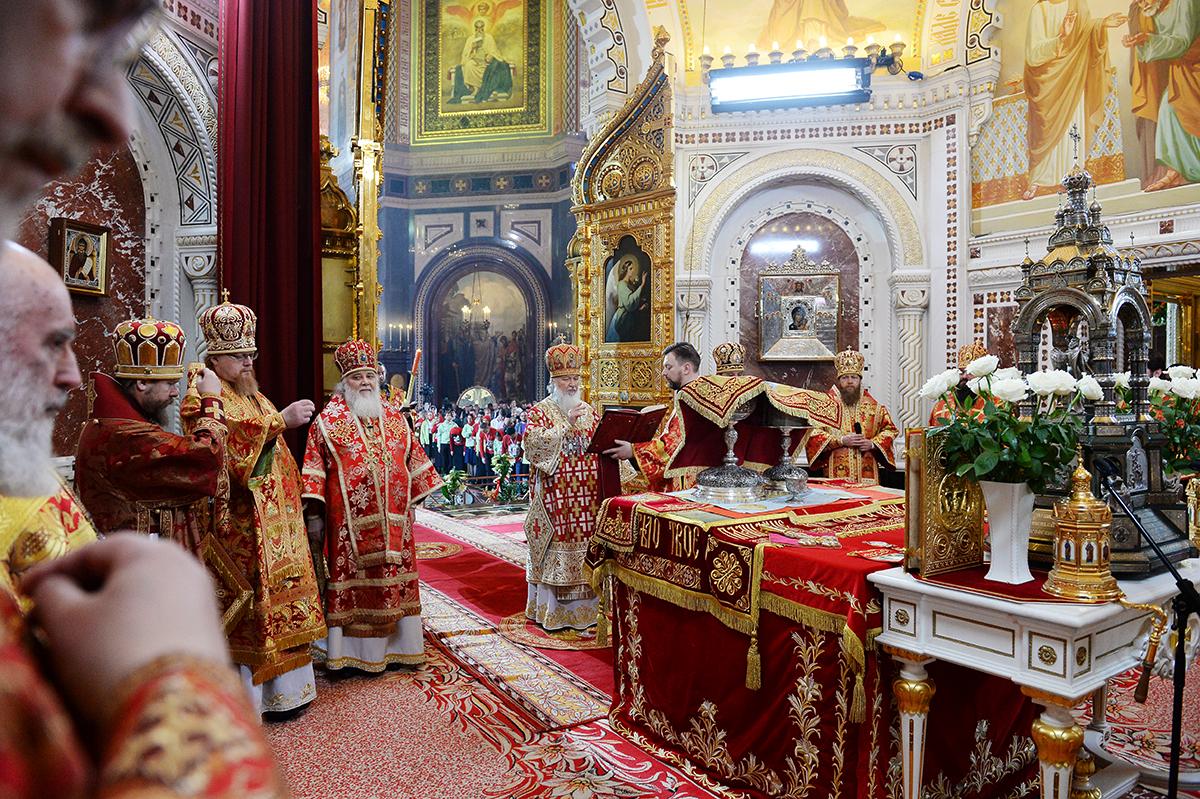 1 мая. Служение в праздник Пасхи Христовой в Храме Христа Спасителя