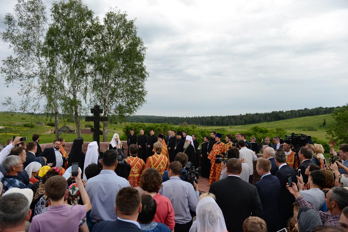 4 июня. Освящение креста на месте Петропавловского храма в селе Уса-Степановка Республики Башкортостан