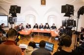 Причины русских революций обсудили в Высоко-Петровском монастыре