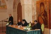 На конференции в Храме Христа Спасителя обсудили проблемы прославления святых и почитания новомучеников в современных исторических условиях
