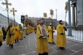 У стен Исаакиевского собора в Санкт-Петербурге состоялся крестный ход