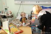 Архангельская епархия и Фонд «Добрый мир» передали подарки пациентам детской онкологии