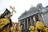 У День православної молоді в Санкт-Петербурзі відбулася Літургія в Ісаакіївському соборі та хресна хода