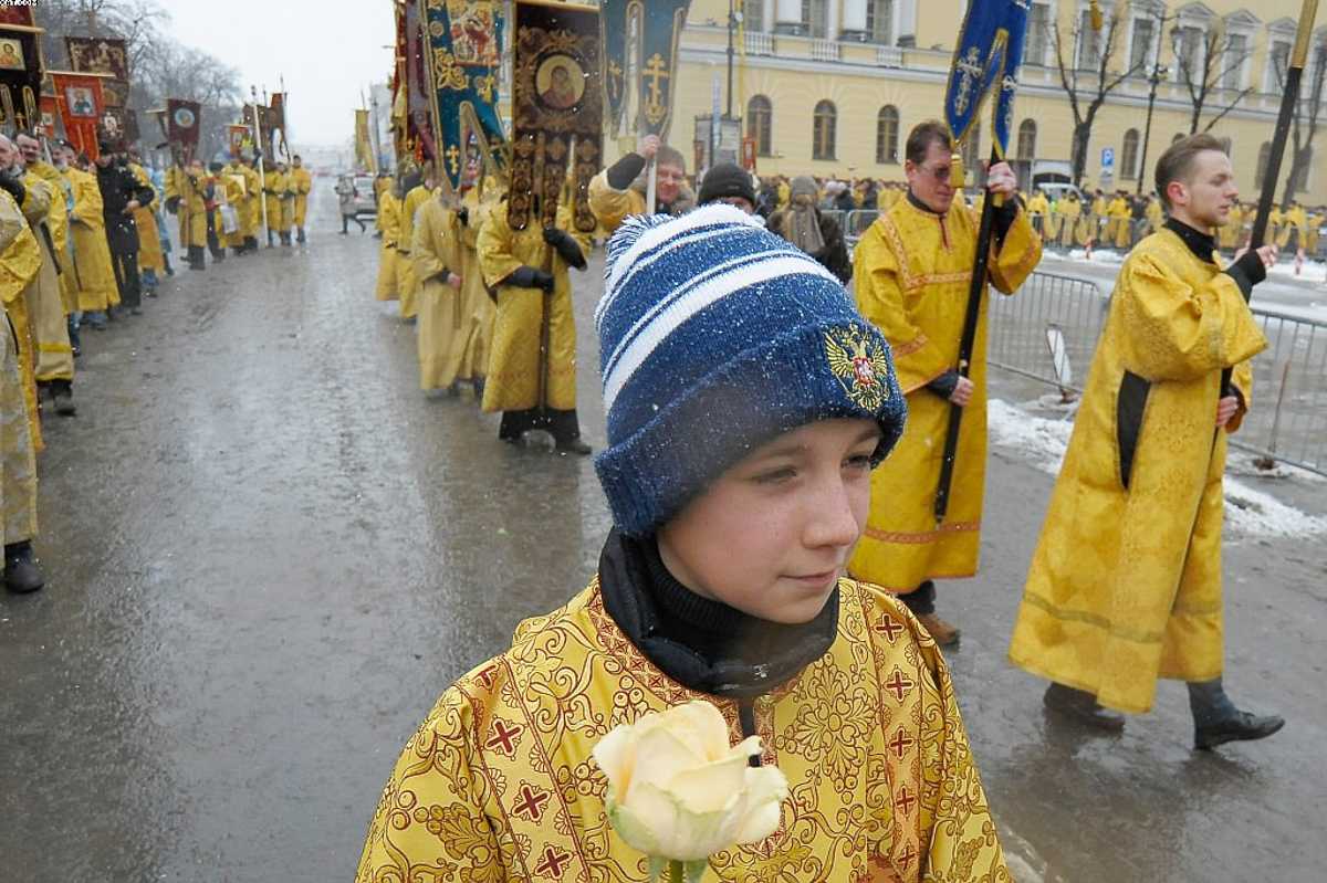 День православной молодежи в Санкт-Петербурге. Божественная литургия в Исаакиевском соборе. Крестный ход