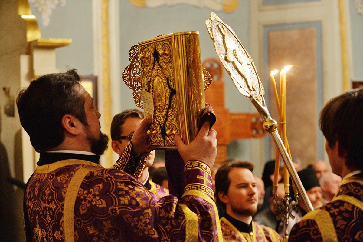 Патриаршее служение в канун Недели Торжества Православия в Заиконоспасском ставропигиальном монастыре