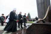 В годовщину крушения самолета в Ростове-на-Дону вблизи места трагедии открыт памятник и совершено заупокойное богослужение