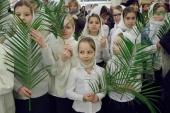 В праздник Входа Господня в Иерусалим митрополит Санкт-Петербургский Варсонофий возглавил Литургию в Исаакиевском соборе и крестный ход с участием тысяч детей