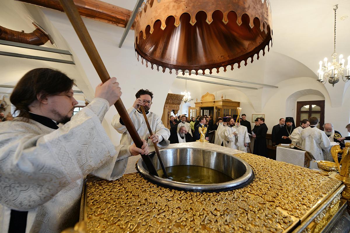 Патриаршее служение в Великий Понедельник в Донском монастыре. Литургия. Молебен на начало мироварения