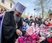 Блаженнейший митрополит Онуфрий поздравил детей-инвалидов с праздником Пасхи