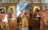 В Неделю 2-ю по Пасхе Патриарший экзарх всея Беларуси совершил Литургию в Воскресенском храме Минска