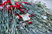 На 40-й день трагедии в метрополитене Санкт-Петербурга у станции метро «Технологический институт» совершена панихида по жертвам теракта