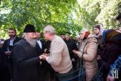Блаженнейший митрополит Киевский и всея Украины Онуфрий благословил участников молитвенного стояния возле Верховной Рады