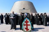 Участники празднований в честь 145-летия Туркестанской епархии встретились с акимами Астаны и Алма-Аты и помолились о жертвах репрессий на месте концлагеря «АЛЖИР»