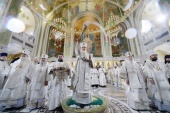 Предстоятель Русской Церкви освятил храм Воскресения Христова и Новомучеников и исповедников Церкви Русской в московском Сретенском монастыре
