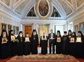 Святейший Патриарх Кирилл вручил памятные награды насельникам Троице-Сергиевой лавры