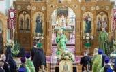 В день памяти святого праведного Иоанна Кронштадтского архиепископ Петергофский Амвросий совершил Литургию в Иоанновском монастыре на Карповке