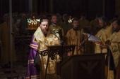 Председатель Синодального отдела по делам молодежи совершил молебен у мощей святителя Николая в Храме Христа Спасителя в Москве