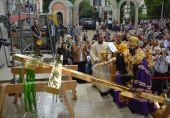 Трехметровый золоченый крест установлен на храм Русской Православной Церкви в Страсбурге