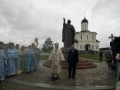 Памятник царю Иоанну III освятил глава Калужской митрополии на месте Великого стояния на Угре