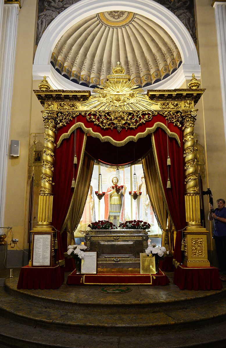 Патриарший визит в Санкт-Петербург. Посещение Большеохтинского кладбища и Александро-Невской лавры