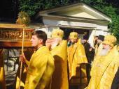 Ковчег с мощами святителя Николая принесен в Александро-Невскую лавру