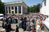 Тысячи верующих прошли крестным ходом в центре Одессы с чудотворным образом Небесной Заступницы Причерноморья