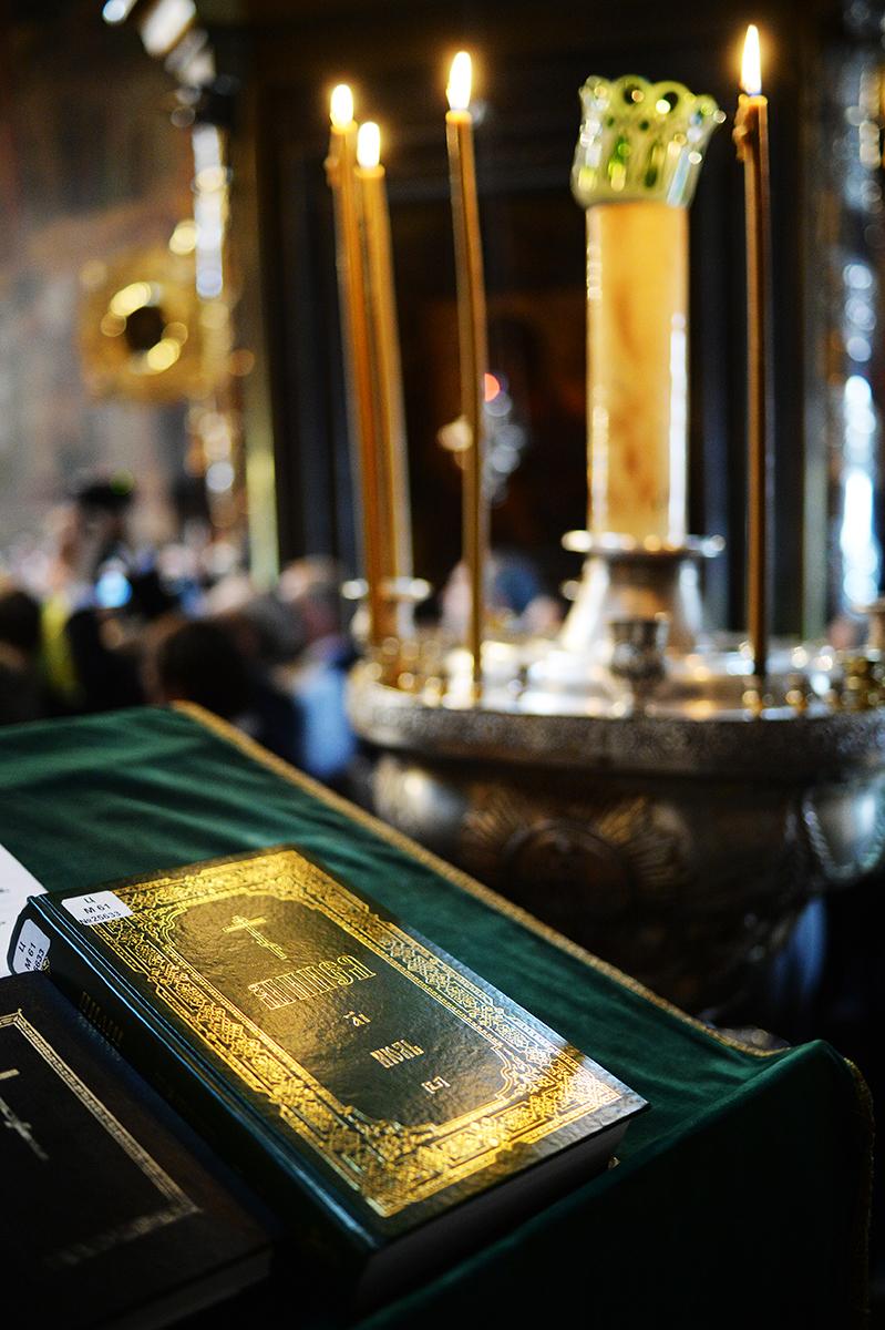 Патриаршее служение в Троице-Сергиевой лавре. Малая вечерня с чтением акафиста преподобному Сергию Радонежскому