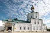 Митрополит Крутицкий Ювеналий освятил храм Воскресения Христова в подмосковном Клину