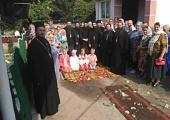 Делегация представителей Иерусалимской и Кипрской Православных Церквей посетила общину в селе Кинаховцы в Тернопольской области, храм которой захвачен раскольниками