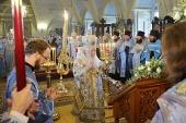 В праздник Смоленской иконы Божией Матери Патриарший наместник Московской епархии совершил Литургию в Новодевичьем монастыре