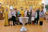 В Томске крестили младенцев, жизни которых были сохранены при поддержке православного центра помощи семье