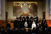 Святейший Патриарх Кирилл посетил в Бухаресте концерт Национального фестиваля-конкурса церковной музыки «Хвалите Господа!»