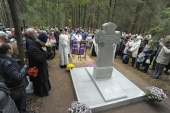 Первый в России памятник репрессированным членам православных братств открыт на Левашовском кладбище Санкт-Петербурга