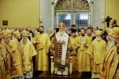 У день 100-річчя обрання на Патріарший престол святителя Тихона Святіший Патріарх Кирил звершив Літургію в Донському ставропігійному монастирі