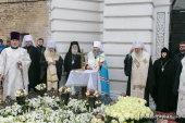 В день рождения митрополита Владимира (Сабодана) на его могиле совершено заупокойное богослужение