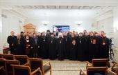 Ректор Общецерковной аспирантуры вручил удостоверения участникам семинара по взаимодействию Церкви с обществом и СМИ