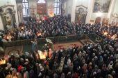 Литургия в престольный праздник Знаменского кафедрального собора в Курске сопровождалась переводом на жестовый язык