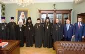 Управляющий делами Московской Патриархии вручил медали в память 100-летия восстановления Патриаршества членам оргкомитета по подготовке и проведению Архиерейского Собора