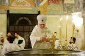 В Крещенский сочельник Святейший Патриарх Кирилл совершил Литургию в нижней церкви кафедрального соборного Храма Христа Спасителя в Москве