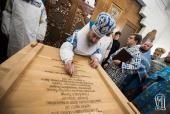 В праздник Сретения Господня митрополит Киевский Онуфрий освятил после реставрации самый старинный деревянный храм Киева