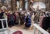 В Неделю Крестопоклонную Предстоятель Украинской Православной Церкви совершил Литургию в Киево-Печерской лавре