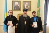 Глава Казахстанского митрополичьего округа вручил церковные награды сотрудникам портала Патриархия.ru