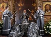 Во вторник Страстной седмицы Святейший Патриарх Кирилл совершил Литургию в Высоко-Петровском ставропигиальном монастыре