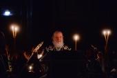 Святейший Патриарх Кирилл совершил утреню Великого Пятка с чтением двенадцати Страстных Евангелий в Храме Христа Спасителя