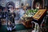 В Великий Пяток Предстоятель Русской Церкви совершил вечерню с выносом Плащаницы Спасителя в Храме Христа Спасителя