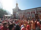 В субботу Светлой седмицы Патриарший наместник Московской епархии совершил Литургию в Новодевичьем монастыре столицы