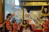 У день Радониці Предстоятель Руської Церкви звершив Літургію в Архангельському соборі Московського Кремля