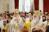 Предстоятели Русской и Албанской Православных Церквей совершили Литургию в Воскресенском соборе столицы Албании