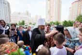 В Неделю о самаряныне Предстоятель Украинской Православной Церкви совершил Литургию и освятил накупольные кресты для нового Успенского храма в Киеве