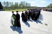 Делегация Санкт-Петербургской епархии приняла участие в церемонии возложения венков на Пискаревском мемориальном кладбище